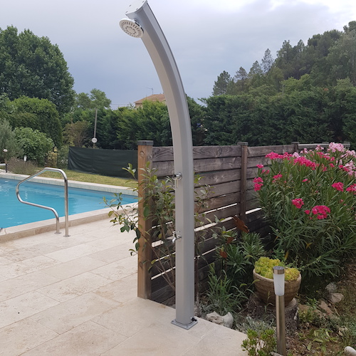 douche-solaire-piscine
