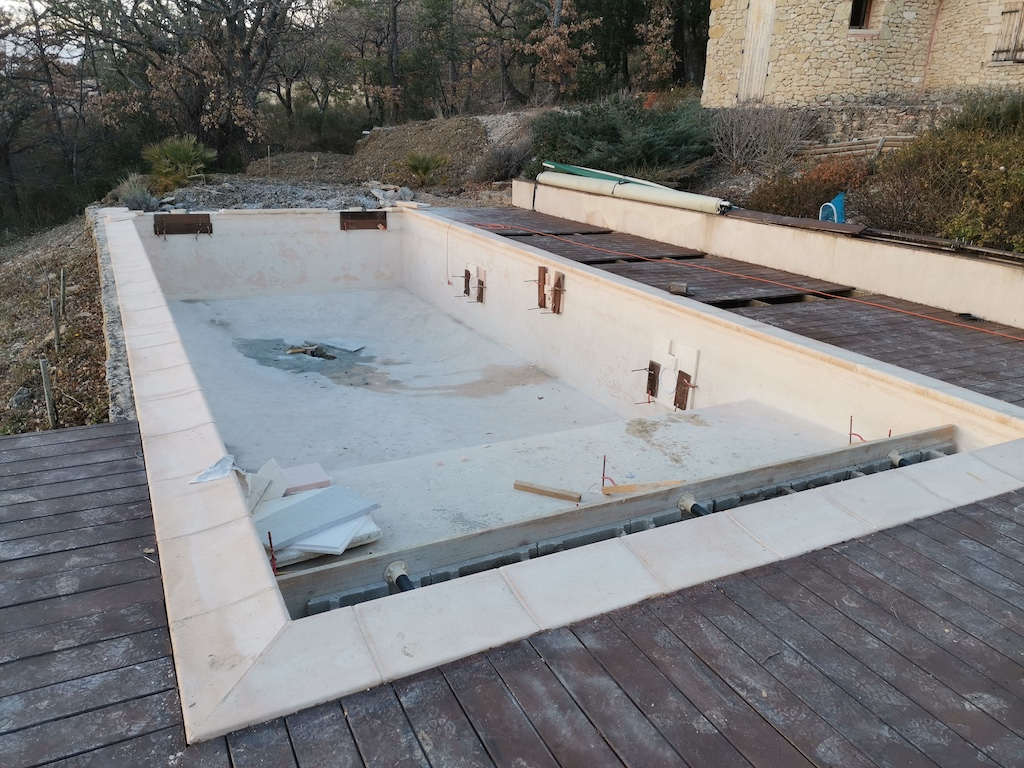 transformation-bassin-beton-membrane-1